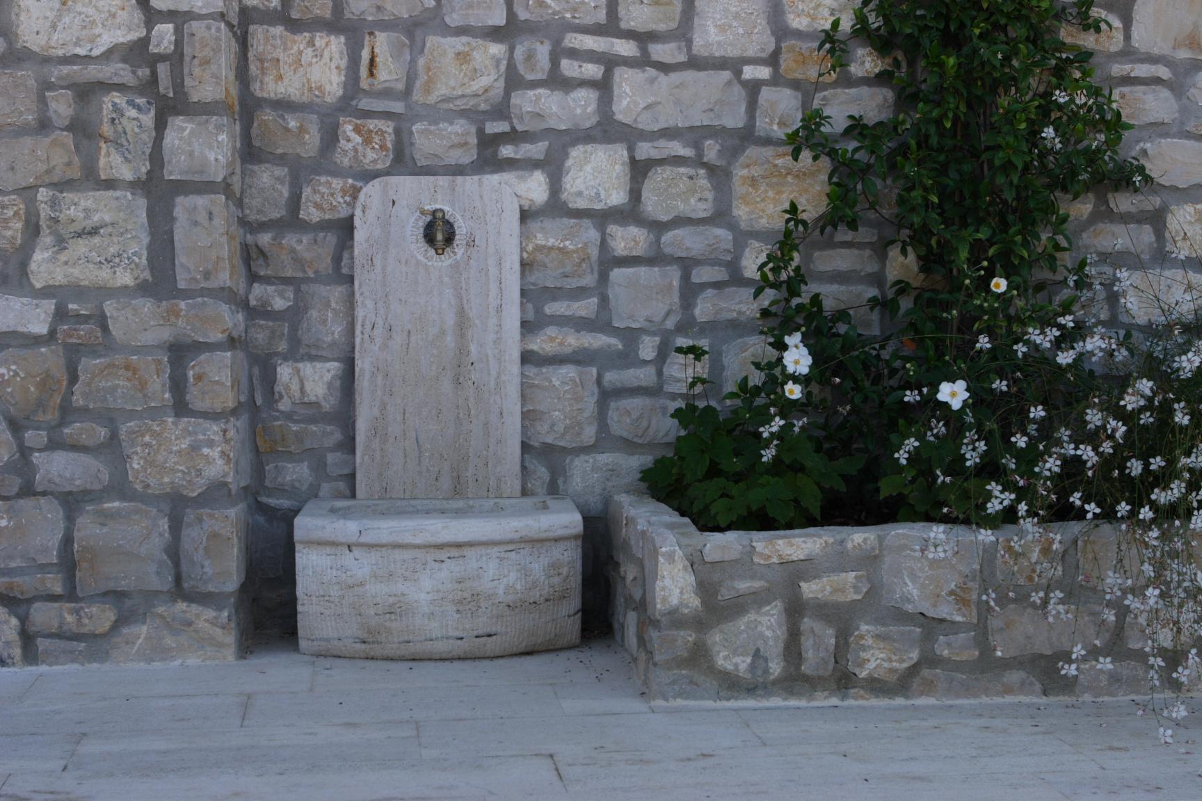 Pietre e manufatti per arredo giardino burlarelli snc for Prodotti per giardino