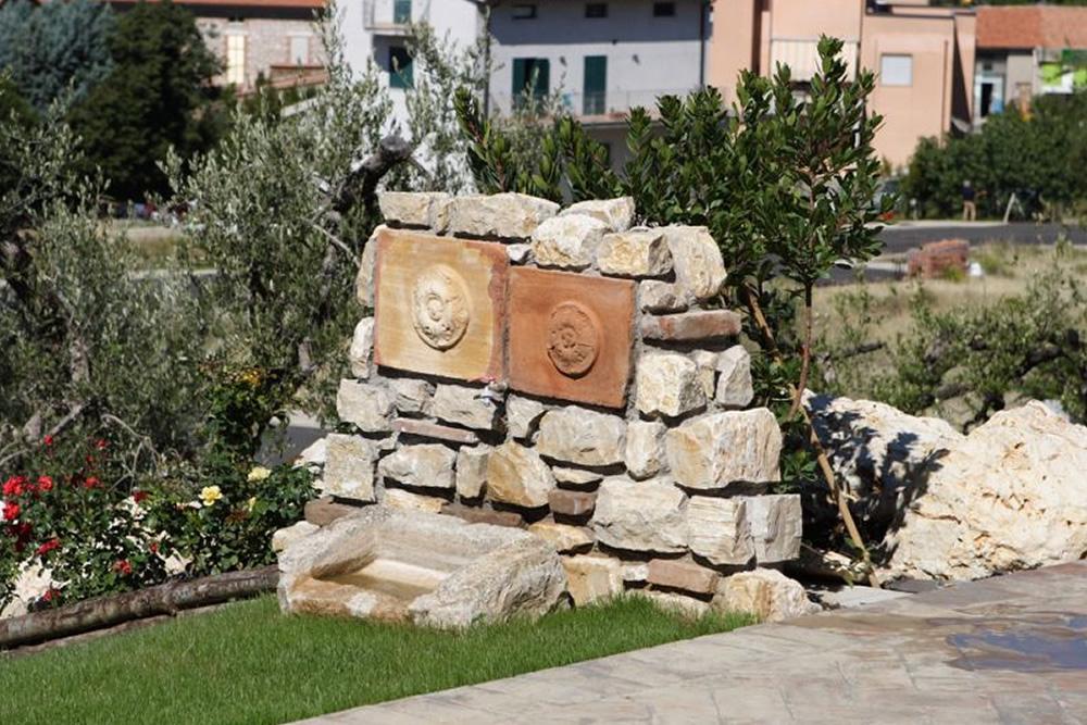 Pietra naturale per rivestimenti interni ed esterni for Pietre da giardino