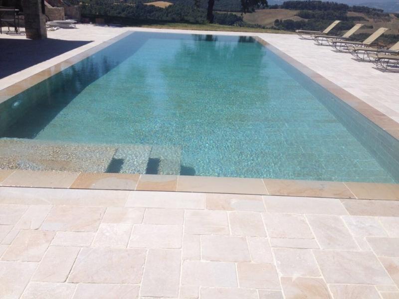 Bordo e pavimentazione piscina burlarelli snc - Piscine in pietra ...