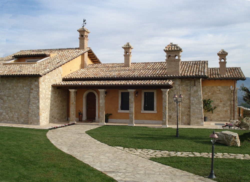 Pietra di izzalini da rivetimento pietra per casolari for Pietra da esterno casa