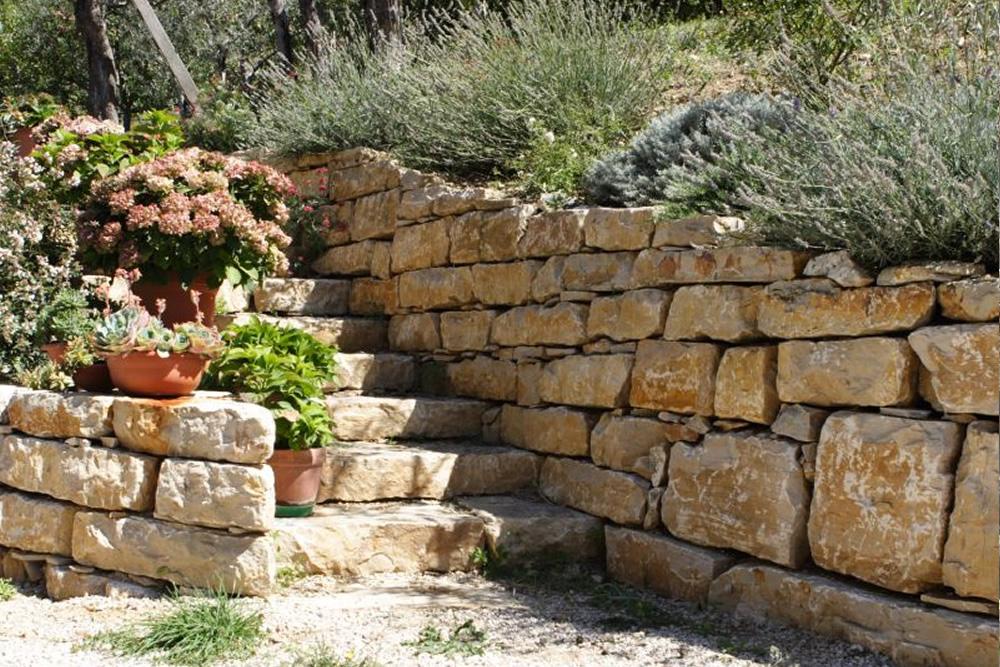 Muro a secco in pietra di izzalini burlarelli snc - Muretti in pietra giardino ...