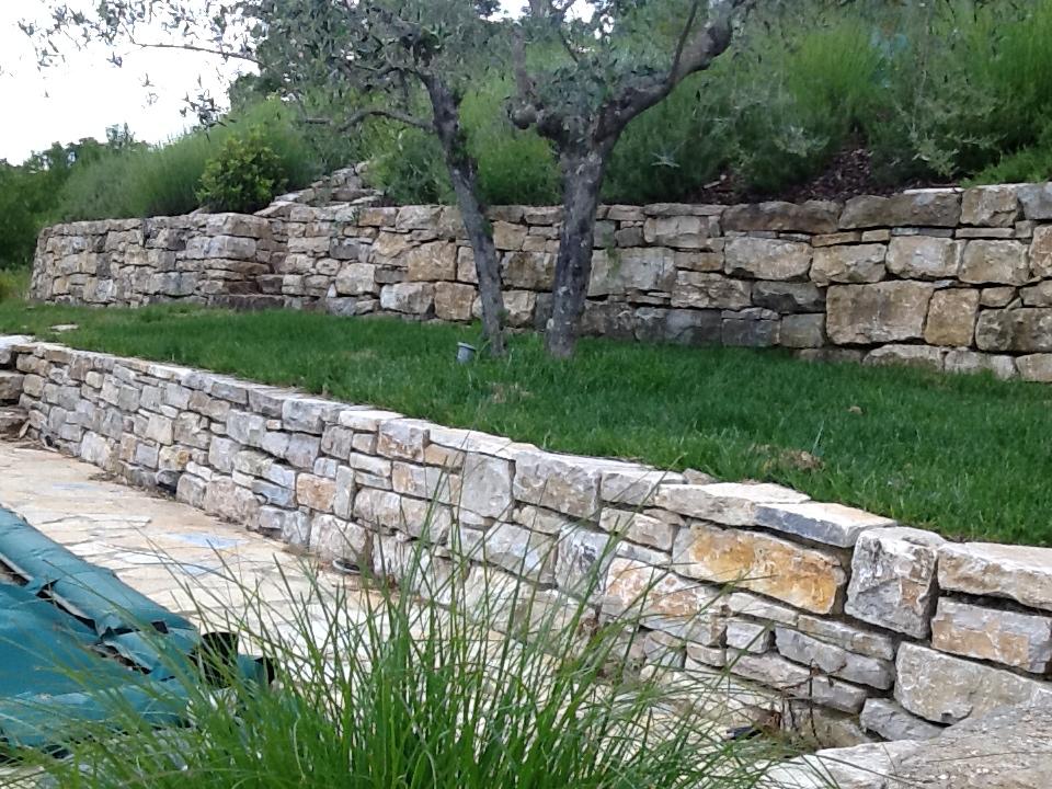Muro a secco in pietra di izzalini burlarelli snc for Bordure per piscine